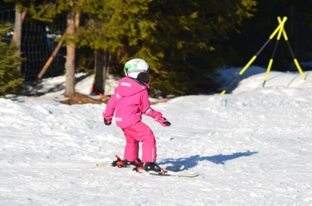 Skifahren-Familie-Kinder