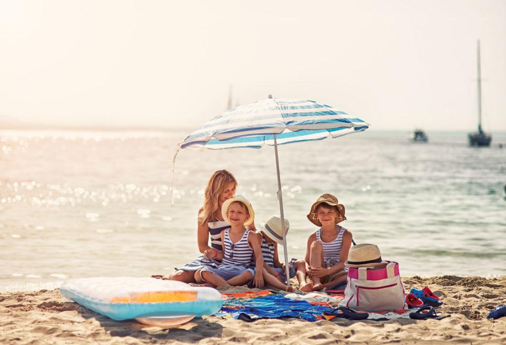 Coole Spiele für unterwegs für den Urlaub mit Kindern.